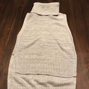 BR High Low Sleeveless Turtleneck Sweater - XS